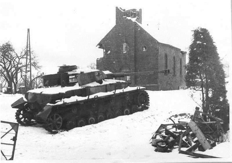 a-knocked-out-panzerkampfwagen-iv-in-fro