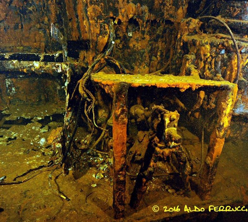 Inside the french submarine rubis wreck for Inside in french