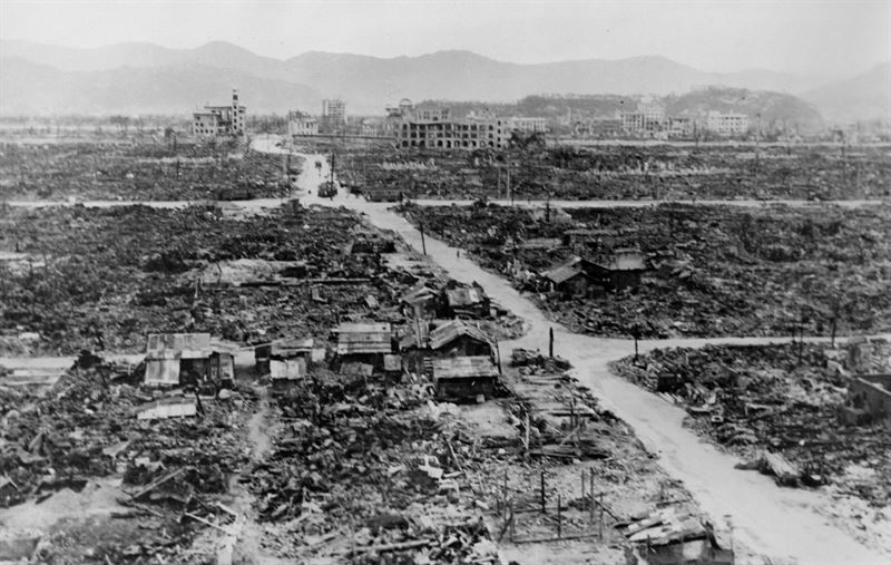 a history of dropping of the atomic bombs on hiroshima and nagasaki and the end of the world war two Learn about key events in history and their connections to today on aug 9, 1945, three days after the bombing of hiroshima, the united states dropped a second atomic bomb on the city of nagasaki the new york times article reported that the dropping of the bomb occurred at noon, japanese time it.