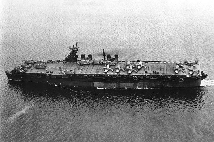 The new U.S. Navy light aircraft carrier USS Independence (CVL-22) in San Francisco Bay (USA) on 15 July 1943. Note that she still carries Douglas SBD Dauntless dive bombers. Before entering combat the air group would only consist of Grumman F6F Hellcat fighters and TBF Avenger torpedo bombers.