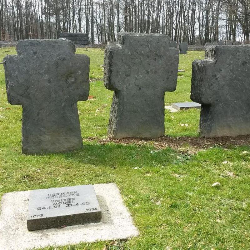 Walter Model's grave
