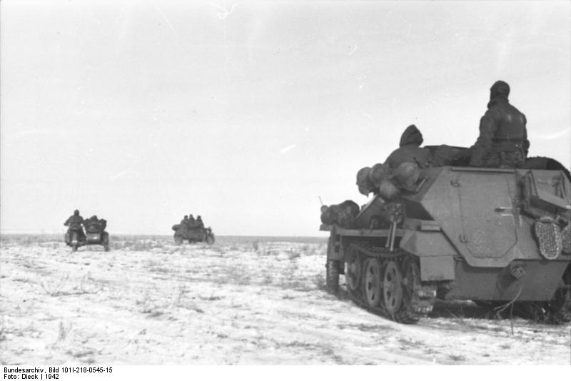 Troops of the German Wehrmacht in front of Stalingrad, Winter 1942. (Credits: Bundesarchiv)