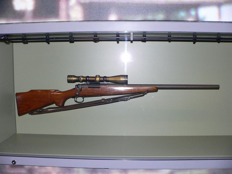 Sniper rifle belonging to Chuck Mawhinney. Picture taken by Mark Pellegrini in the National Museum of the Marine Corps.