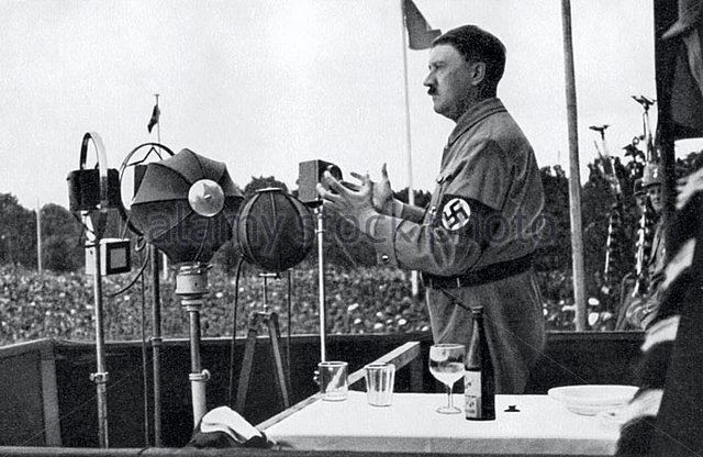 Hitler makes a speech at the Party Congress