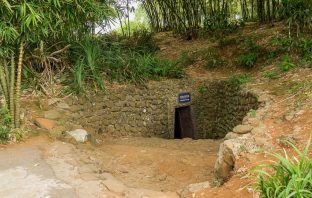 Tunnel entrance - vịnh mốc