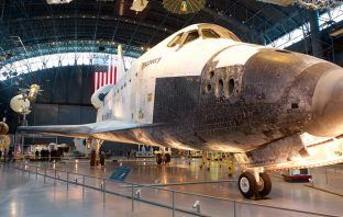 Discovery at Steven-F-Udvar-Hazy-Center